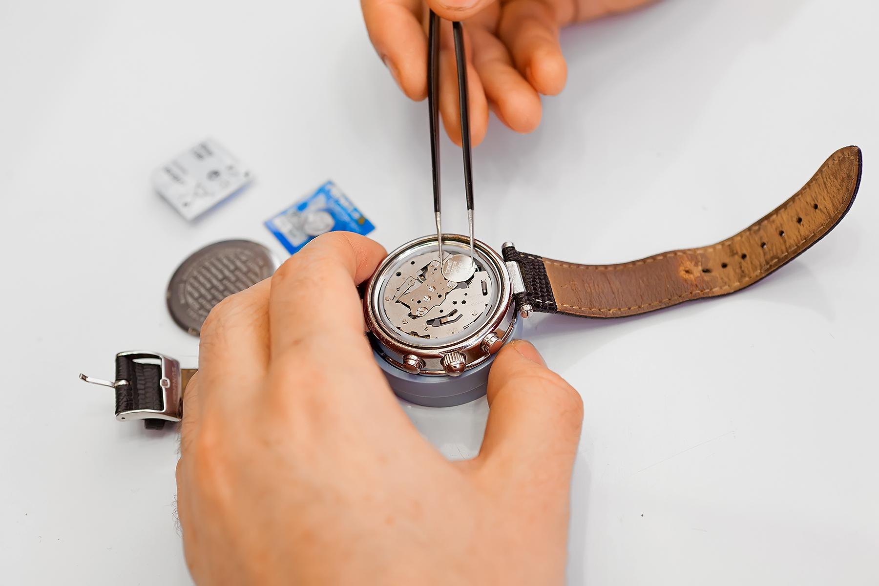 Замена батарейки в часах tissot своими руками